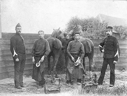 Op de foto, genomen tijdens het examen in 1895, staat Cees Bakker tweede van links.