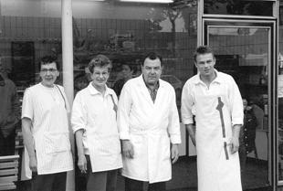 V.l.n.r.: Marijke Algra-Bakker, Annie Bakker-van Elten, Jan Bakker jr. en zoon Paul. (1996)