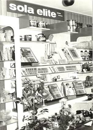 Producten van Sola in de nieuwe winkel, 1972.