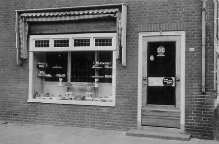 De gevel van de bakkerszaak zoals oud-Scherpenzelers zich wellicht nog herinneren.