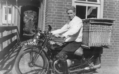 Kees jr. op de motor, 1947.