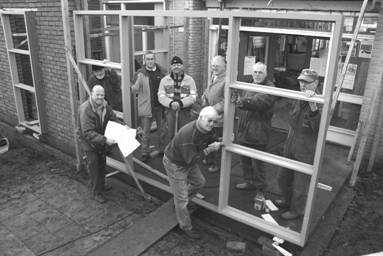 Vrijwilligers bouw nieuwe entree, 2009.