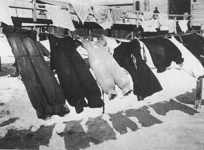 Badpakken aan de waslijn anno 1910.