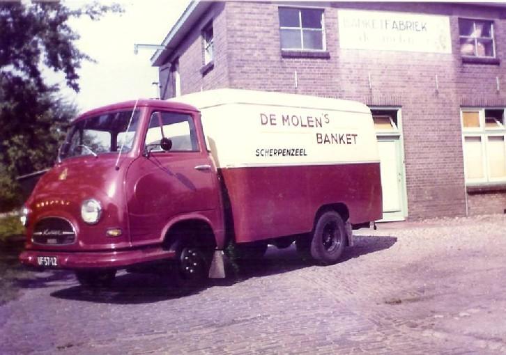 Met eigen auto's worden de producten vervoerd in 1964
