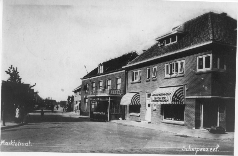 Kruidenierswinkel van J.J.Methorst aan het Kerkplein. 1938