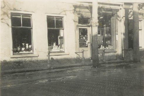 De winkel in 1939.