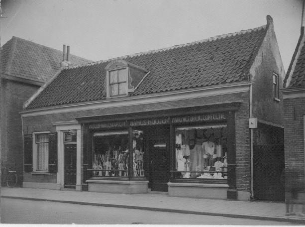Winkel van gezusters Van de Goor ±1955.
