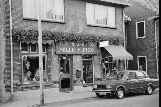 Het voormalige pand van sigarenboer Wes Pol in de Dorpsstraat.